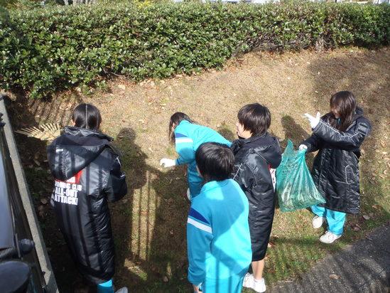 袋井中学校水泳部の皆さんの奉仕活動です!!_c0184994_12111442.jpg