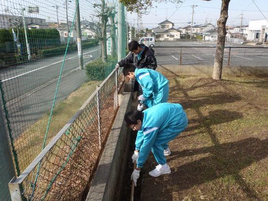 袋井中学校水泳部の皆さんの奉仕活動です!!_c0184994_12123151.jpg