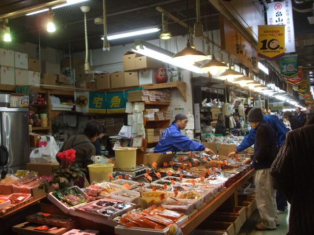 秋田市民市場へ_f0019498_2221215.jpg