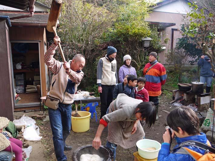 北鎌倉で餅つき3題①カッちゃん邸に湧水ネットの仲間集合_c0014967_21234031.jpg