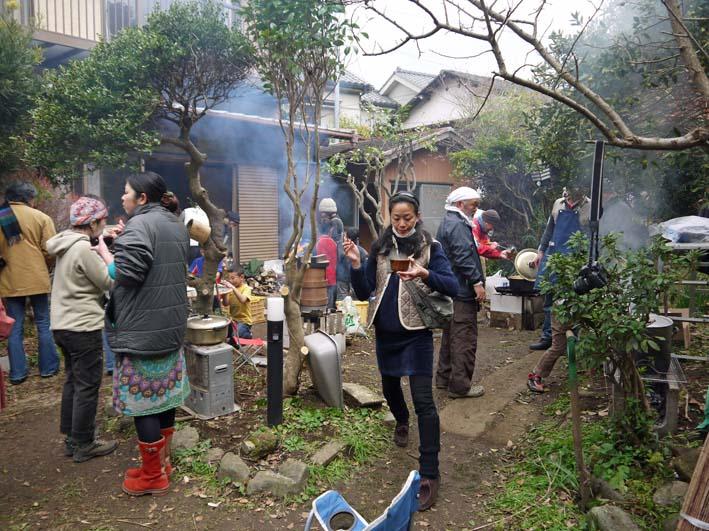 北鎌倉で餅つき3題①カッちゃん邸に湧水ネットの仲間集合_c0014967_21245931.jpg