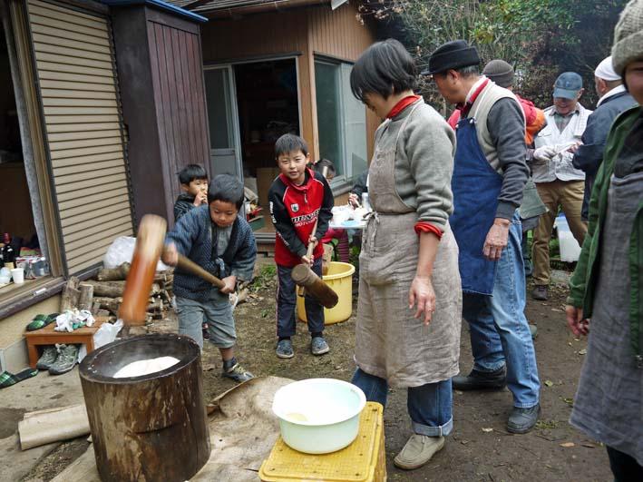 北鎌倉で餅つき3題①カッちゃん邸に湧水ネットの仲間集合_c0014967_2124845.jpg