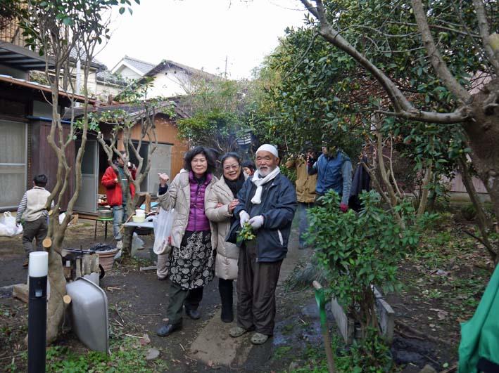 北鎌倉で餅つき3題①カッちゃん邸に湧水ネットの仲間集合_c0014967_21342435.jpg