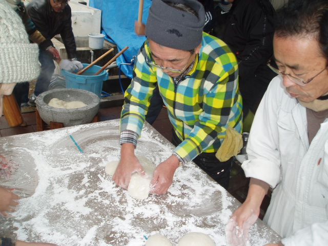 つばきマリーナの餅つき会_a0077071_13264459.jpg