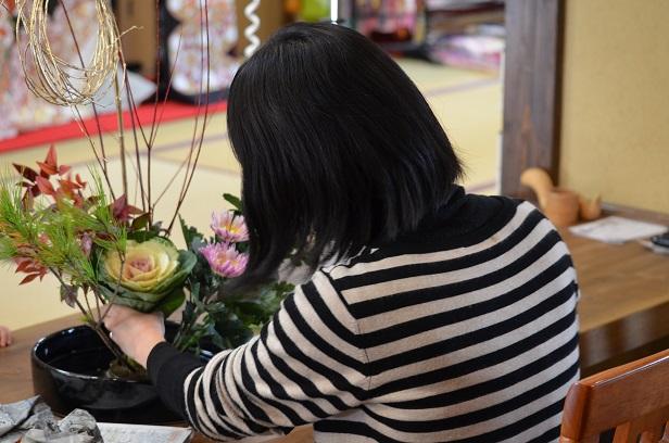 お正月用生け花 母と娘の共同作品^^ 黄金の柳 _d0230676_10251511.jpg