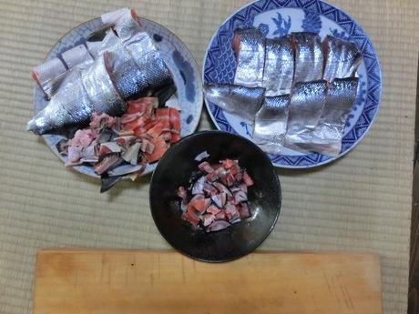 塩鮭を切る_a0203003_14174342.jpg