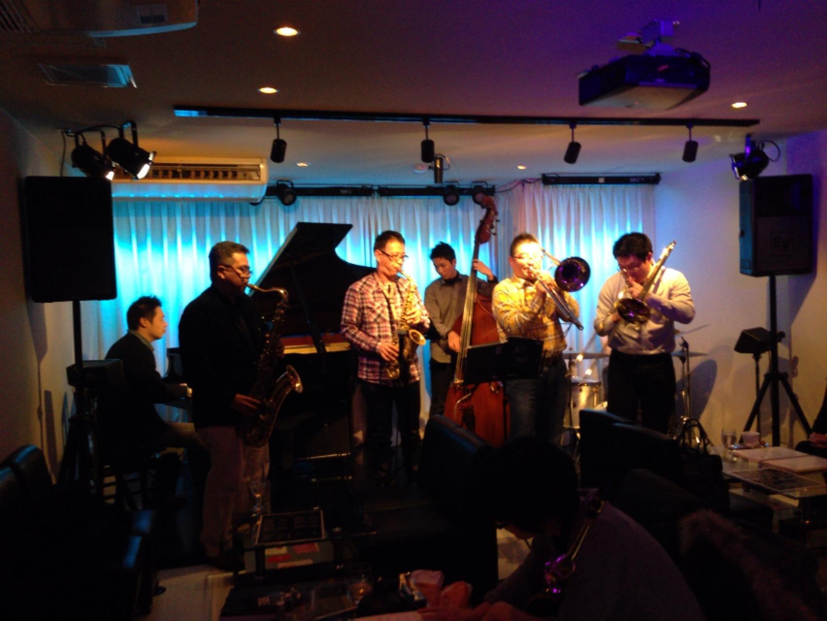 広島 で ジャズ ライブ をお楽しみくださいませ。_b0115606_1241041.jpg