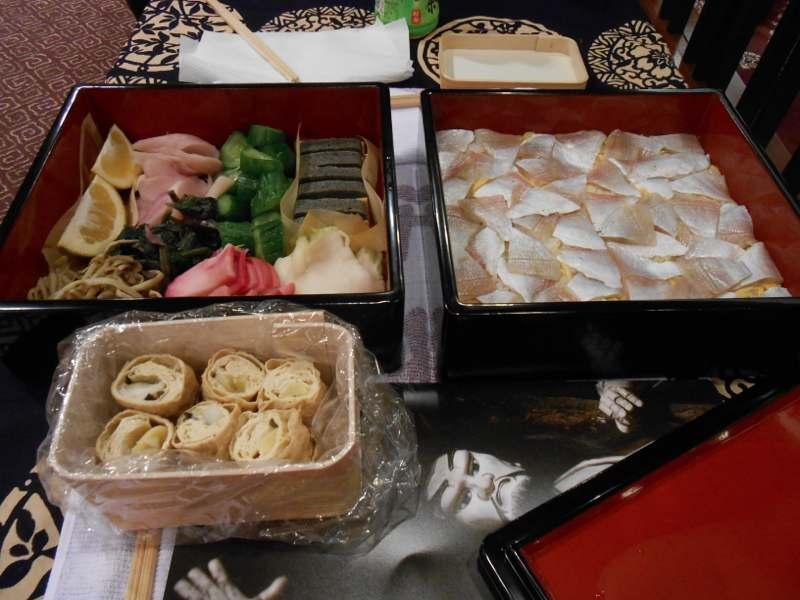 2013年もあとわずか、博多座で文楽鑑賞。昼の部と夜の部の間にお弁当です。_a0095931_13455538.jpg