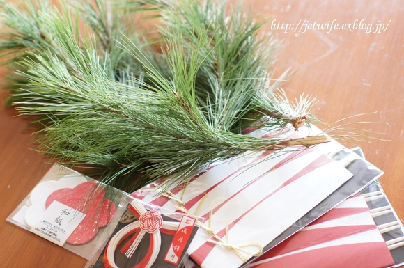 お正月の準備(3) 松風焼きと松飾り_a0254243_655096.jpg