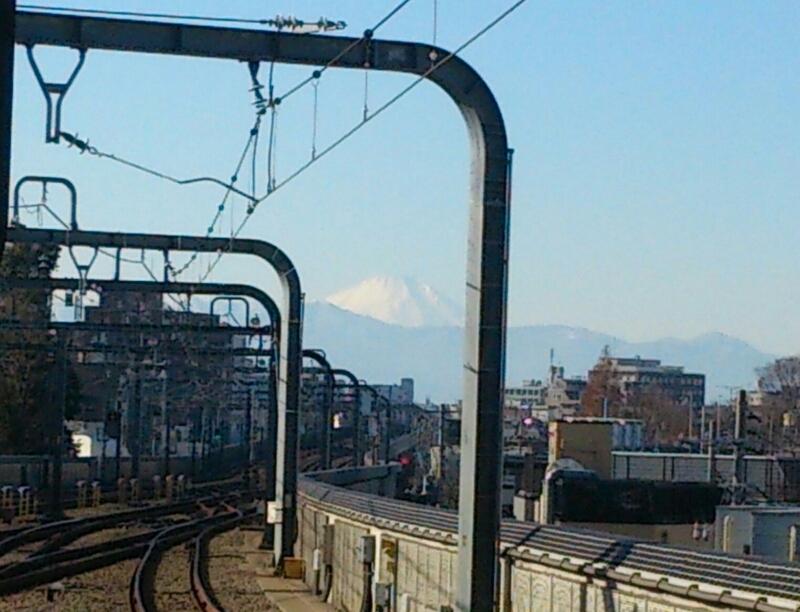 今日の富士山、経堂駅ホームの端っこから_c0100865_1156679.jpg
