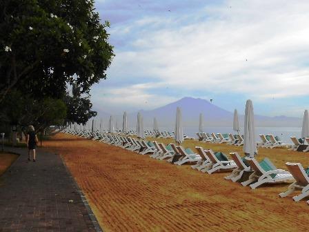 サヌールには11のビーチがあります_d0083068_1536346.jpg