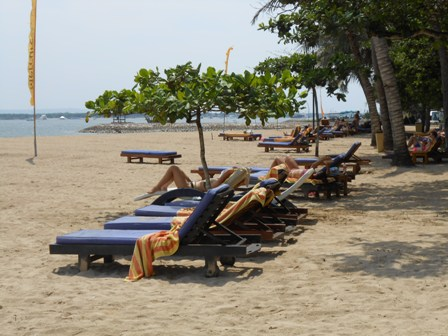 サヌールには11のビーチがあります_d0083068_15435136.jpg