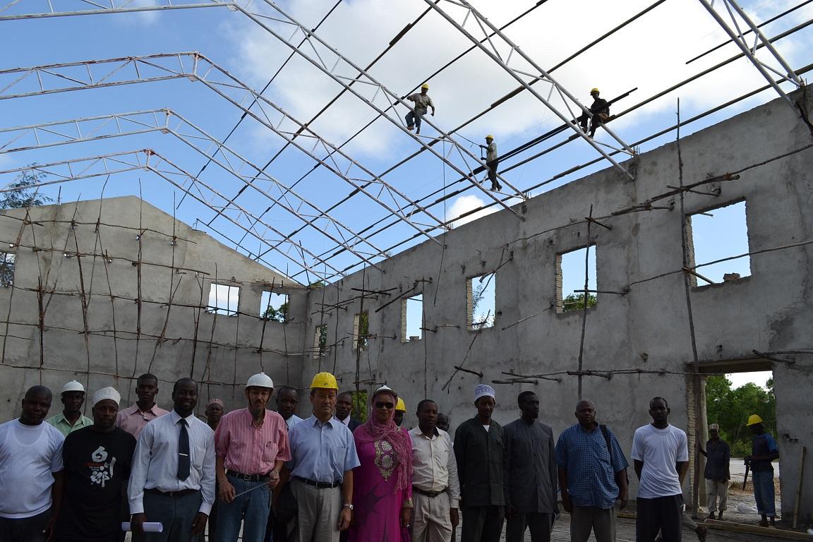 The construction of Pemba Budokan -15- inspection by Ambassador~ペンバ武道館建設・日本大使の視察_a0088841_22425265.jpg