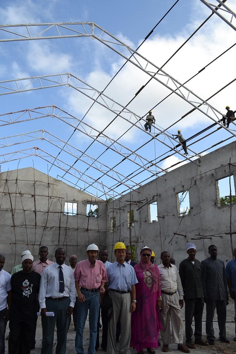 The construction of Pemba Budokan -15- inspection by Ambassador~ペンバ武道館建設・日本大使の視察_a0088841_2243114.jpg