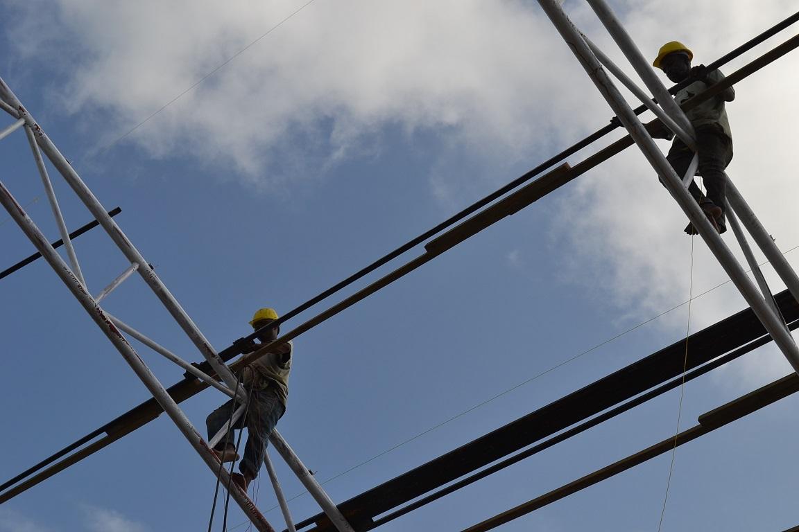 The construction of Pemba Budokan -15- inspection by Ambassador~ペンバ武道館建設・日本大使の視察_a0088841_22471268.jpg