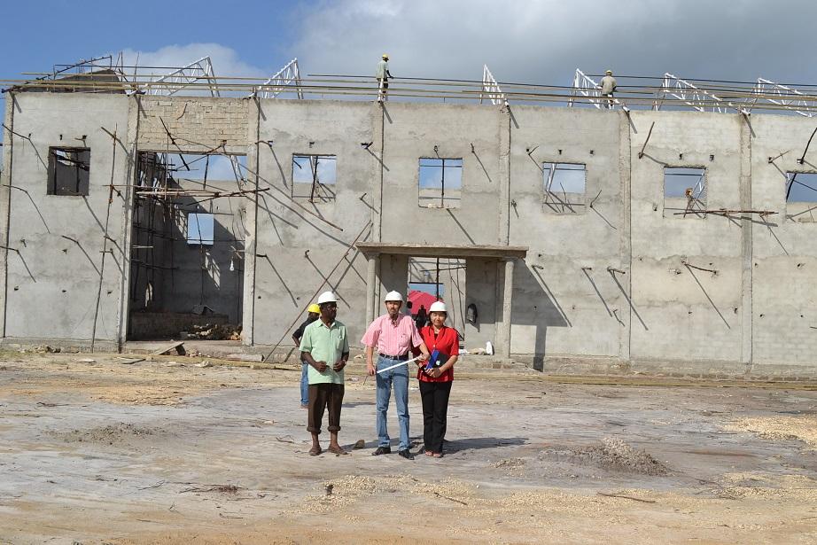 The construction of Pemba Budokan -15- inspection by Ambassador~ペンバ武道館建設・日本大使の視察_a0088841_22502284.jpg