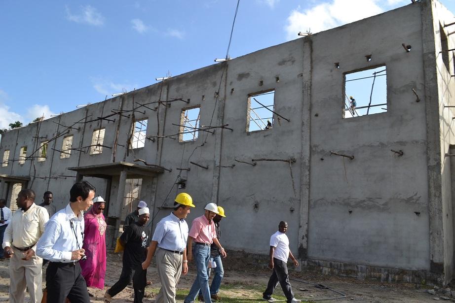 The construction of Pemba Budokan -15- inspection by Ambassador~ペンバ武道館建設・日本大使の視察_a0088841_2252366.jpg