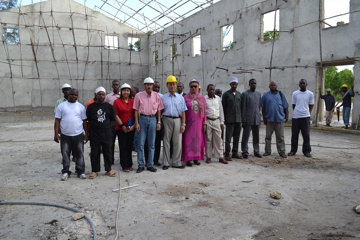 The construction of Pemba Budokan -15- inspection by Ambassador~ペンバ武道館建設・日本大使の視察_a0088841_22553892.jpg