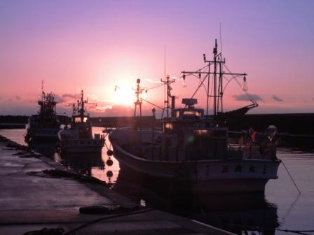 小本漁港の夜明け~2014年、本格復興に向けて_b0206037_8584358.jpg