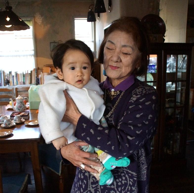 詩人・田上悦子さん宅を芽ぶきさん・あかちゃんと訪れて楽しい語らいの時_f0006713_21243397.jpg
