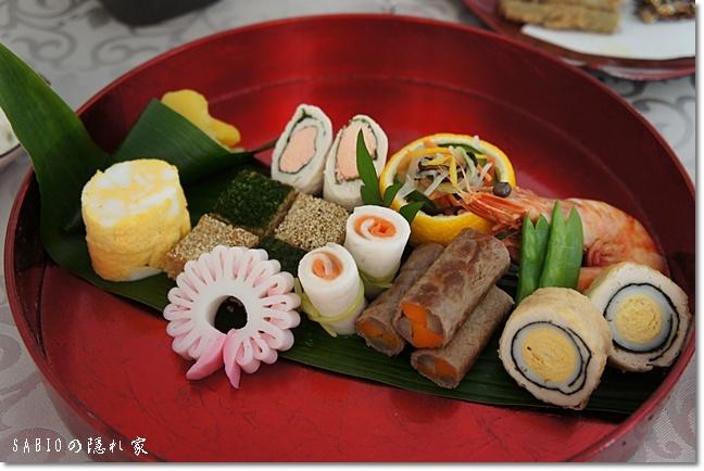 手作り派のsabioさんも漆盆や洋皿のワンプレートおせちで上品な食卓を!