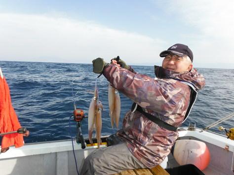 初釣り、石花海波高し、がんばってヤリイカ釣り!!_f0175450_116568.jpg