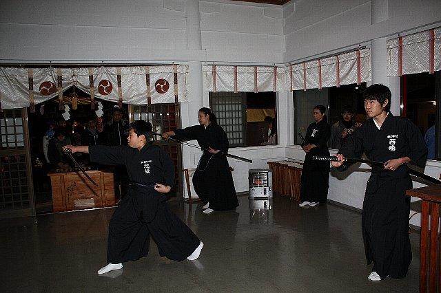 新春「居合道演武・獅子舞い」奉納_c0045448_20532843.jpg