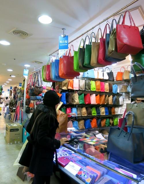X'mas in Seoul ⑤Luxuilleのレザートートバッグと露店の手袋❤_f0236260_1132710.jpg