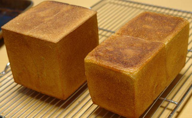 カットしなきゃ「普通の食パン」でしょーの黒糖食パン_f0191248_16505444.jpg