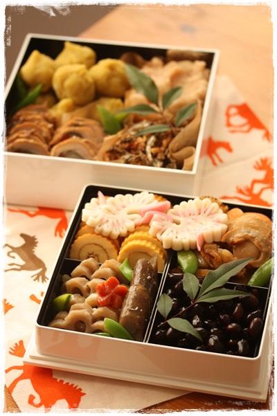 手作りの黒豆と栗きんとんはほどよい甘さがおいしいと大評判!
