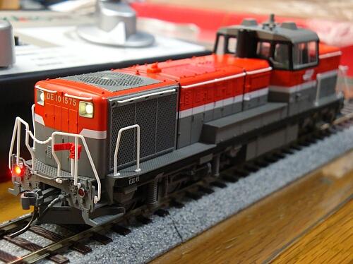 テールライト点灯化&スピーカー改良:カトーDE10 JR貨物更新色_f0037227_20121721.jpg