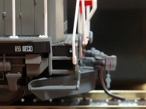 テールライト点灯化&スピーカー改良:カトーDE10 JR貨物更新色_f0037227_2019580.jpg