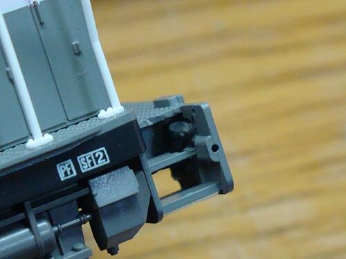 テールライト点灯化&スピーカー改良:カトーDE10 JR貨物更新色_f0037227_203136.jpg