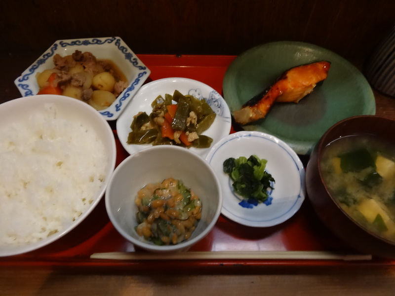 神田神保町の外れの居酒屋さん、お昼は上質な焼き魚の定食を楽しめます。_c0225997_20173545.jpg