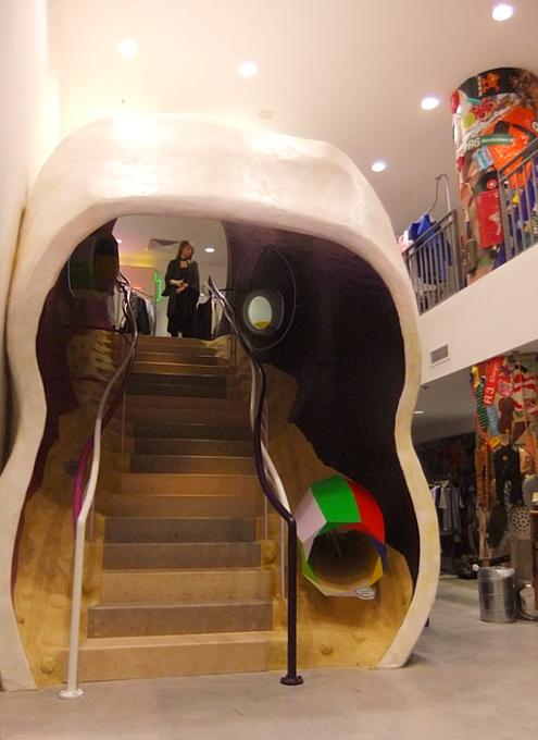 まさにギャルソンらしい超アート空間なドーバー・ストリート・マーケット Dover Street Market New York_b0007805_14133867.jpg