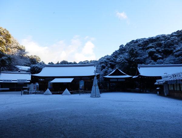 淡雪が 上賀茂神社_e0048413_1832430.jpg
