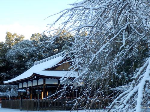 淡雪が 上賀茂神社_e0048413_183394.jpg