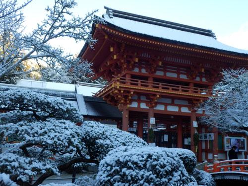 淡雪が 上賀茂神社_e0048413_1834681.jpg