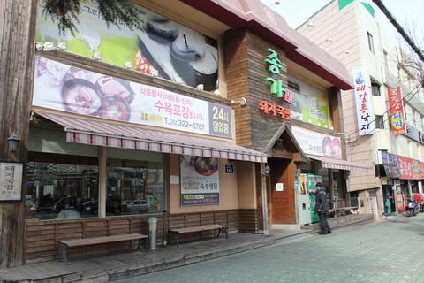釜山の旅レポ、その2。念願のテジクッパ を「チョンガチブテジクッパ」で。_a0223786_10453377.jpg