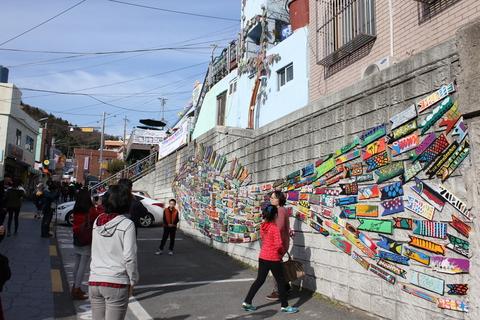 釜山の旅、その3。釜山の壁画村、甘川洞(カムチョンドン)のタルトンネ_a0223786_1104444.jpg