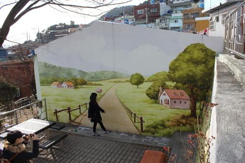 釜山の旅、その3。釜山の壁画村、甘川洞(カムチョンドン)のタルトンネ_a0223786_1105947.jpg