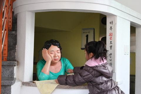 釜山の旅、その3。釜山の壁画村、甘川洞(カムチョンドン)のタルトンネ_a0223786_11131100.jpg