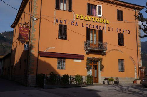 ルッカ郊外のお勧めレストラン、アンティーカ・ロカンダ・ディ・セスト_f0106597_19063339.jpg