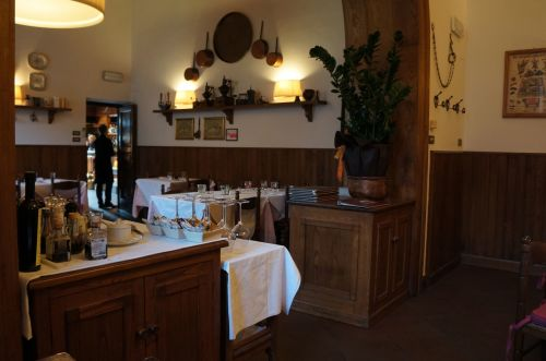 ルッカ郊外のお勧めレストラン、アンティーカ・ロカンダ・ディ・セスト_f0106597_19113241.jpg