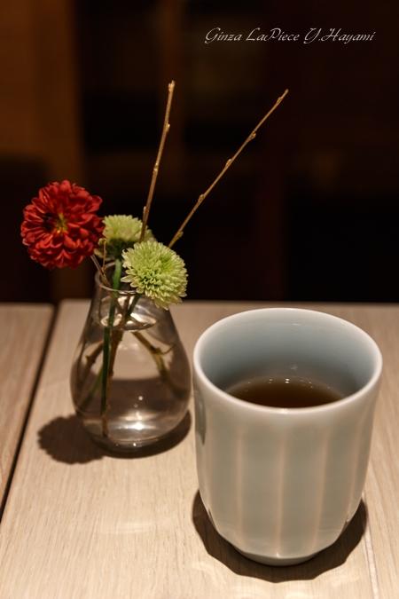 花のある風景 テーブルの花_b0133053_164938.jpg