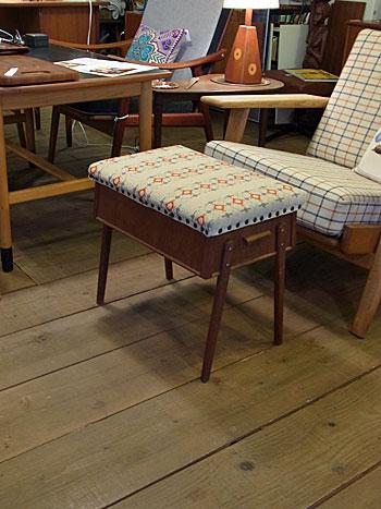 sewing box + ottoman_c0139773_16595434.jpg