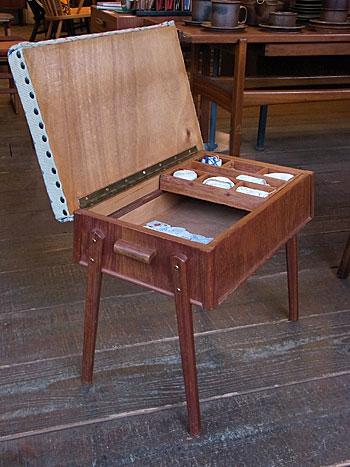 sewing box + ottoman_c0139773_1702877.jpg