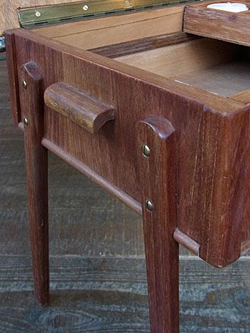 sewing box + ottoman_c0139773_1704687.jpg