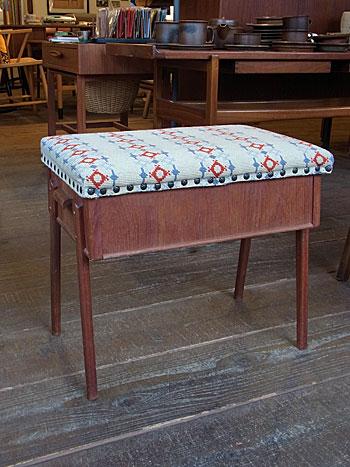 sewing box + ottoman_c0139773_170925.jpg