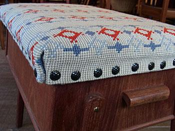 sewing box + ottoman_c0139773_1711392.jpg